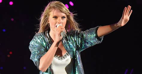 Taylor Swift fan grabs her leg on stage — watch the scary