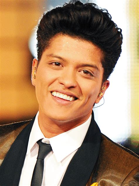 The Rumor Come Out: Does Bruno Mars is Gay? - Bruno Mars
