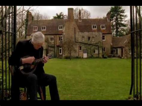Jimmy Page Playing the Battle of Evermore - YouTube